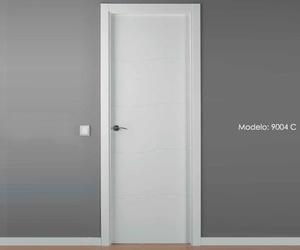 Modelo 9004 C Puerta lacada de calidad estándar en Madrid