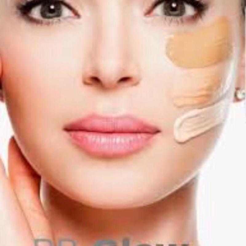 BB Glow Facial: Efecto flash duradero: Servicios de Divinity Body Nails