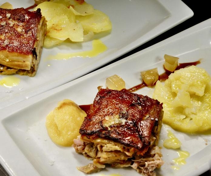 Cochinillo lacado y deshuesado, con cremoso de manzana y helado de aceite de oliva de Somontano.