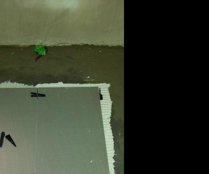 Colocación gres porcelánico mediante crucetas autonivelantes: Servicios de Kaplan gestión de obras, S.L.