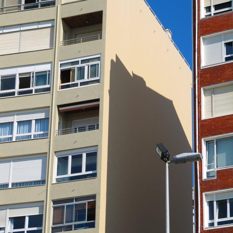Aplicación de revestimiento de fachadas contínuo en Santander-Torrelavega