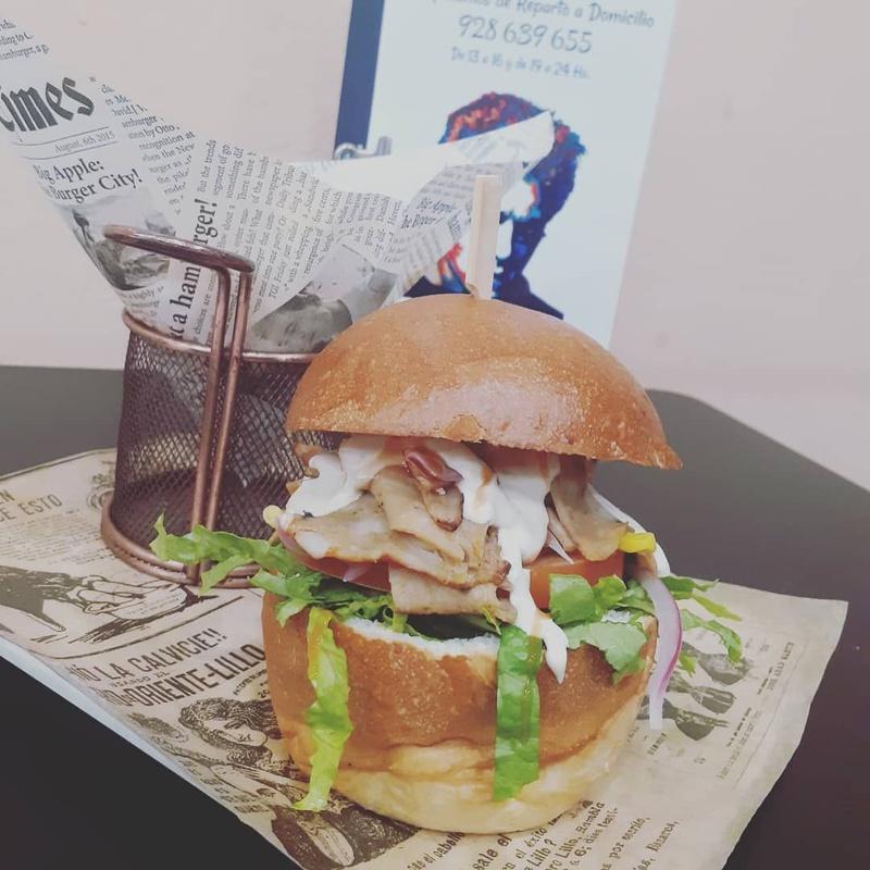 Hamburguesa kebab de pollo o ternera:  de El Antojao Burguer