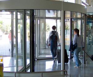 Puertas automáticas giratorias en Canarias