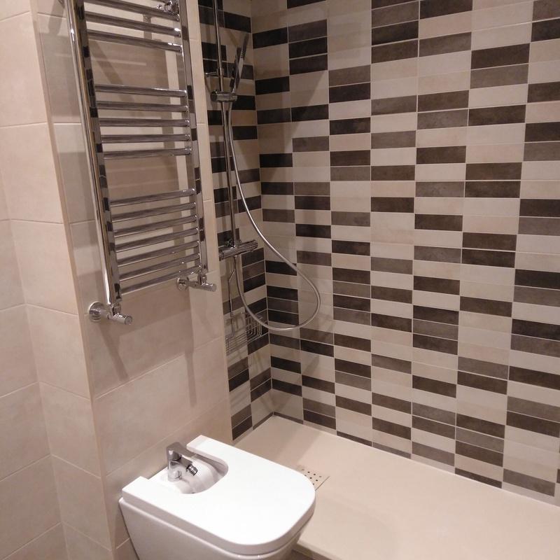 Reformas de baños: Trabajos de Multiasistencia Huete