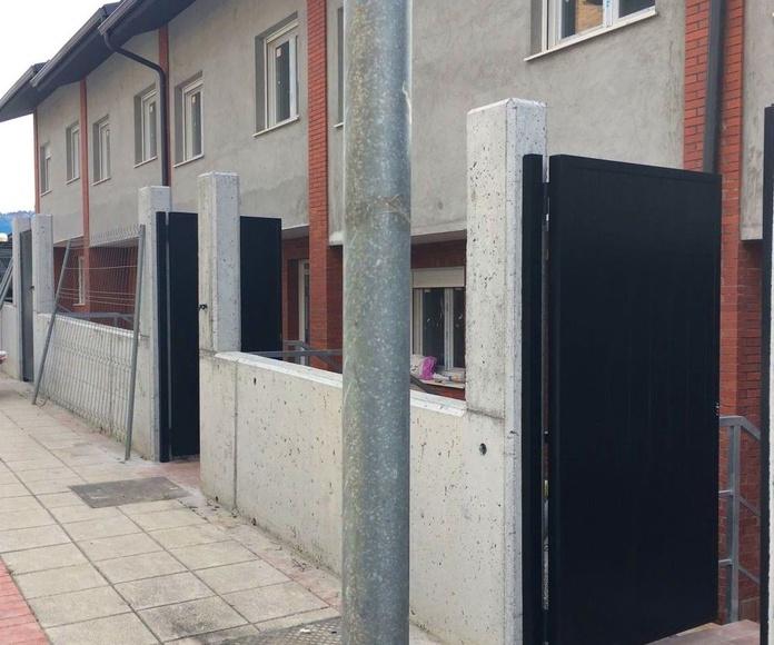 Puertas de acceso a viviendas en Derio