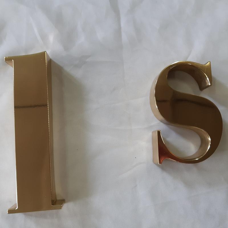 Dorado de letras y números: Servicios de Cromados Jaeván