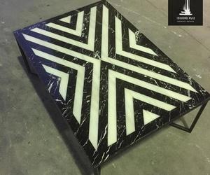 Mesa en mármol Negro Marquina con incrustación en mármol Blanco Macael