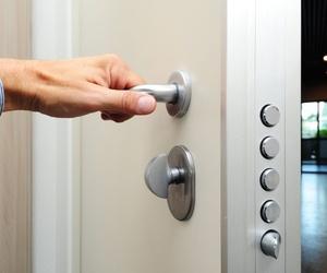 Características de las puertas de seguridad