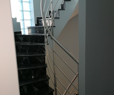 Escalera con curvatura helicoidal