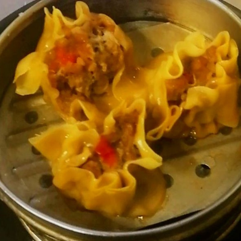 21.empanadilla relleno de carne y gambas al vapor 3 piezas: Carta y menús de Yoshino
