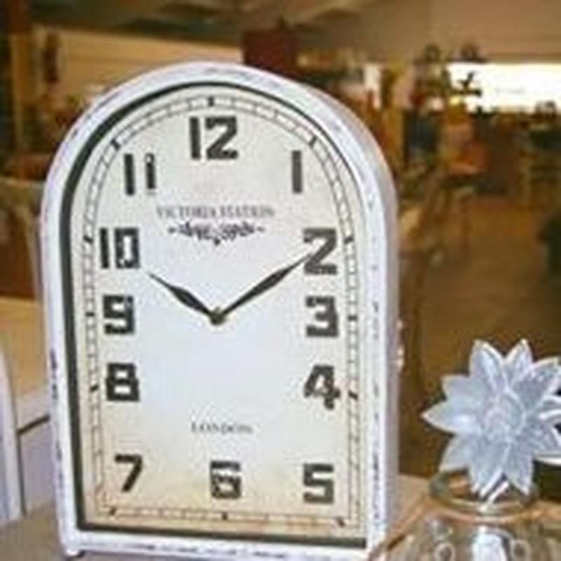 Reloj metal blanco de sobremesa