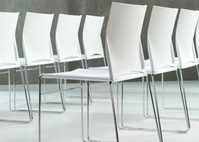 silla linia blanca en grupo