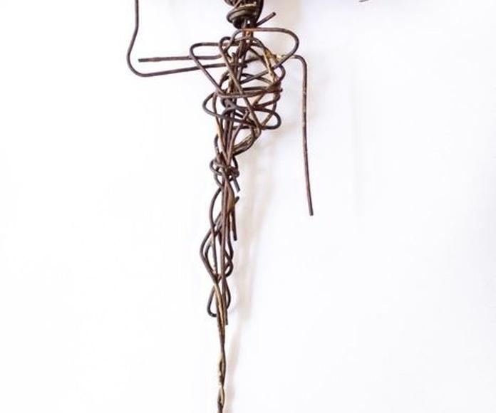 La Mujer de Madera. Técnica mixta. 21 X 12,5 cm. VENDIDO