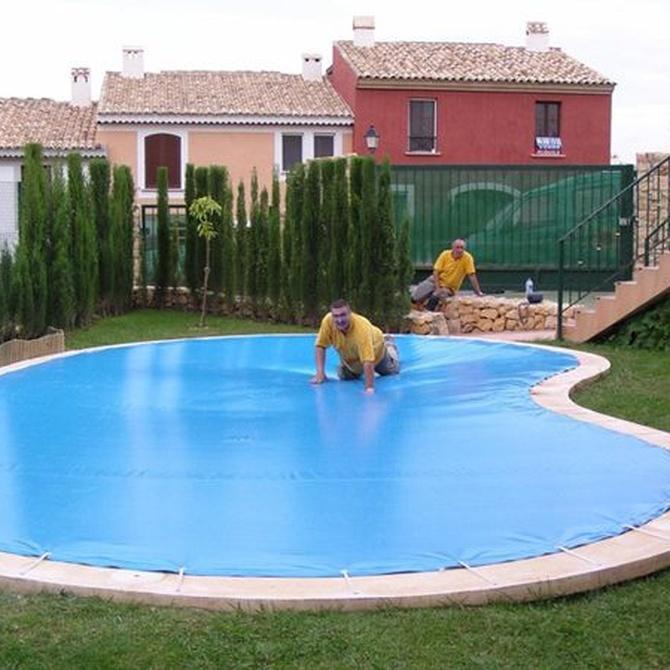 Las claves para reconocer una buena lona de piscina
