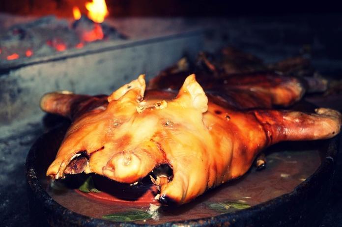 Cochinillo asado en horno de leña: Nuestra Carta de El Asador de Orgaz