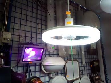¿Cómo solucionar el parpadeo de una bombilla LED?