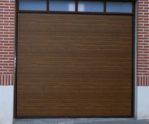 Puertas de garaje manuales y automáticas en Valladolid