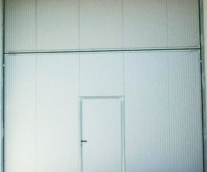 Puerta cortafuegos basculante de contrapesos