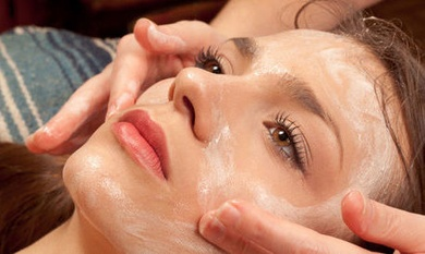 Nuestro limpiador facial favorito nos lo ofrece GERnétic dentro de su línea marina.