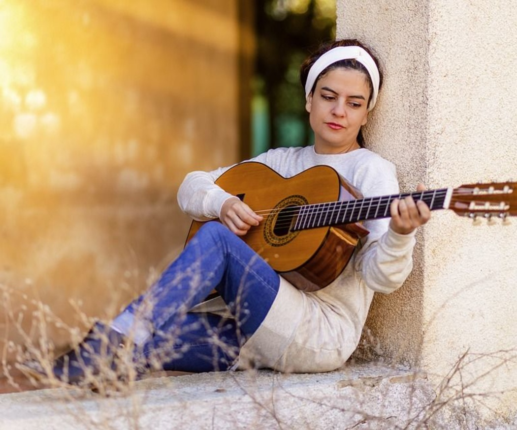 Tocar la guitarra para desarrollar la inteligencia musical
