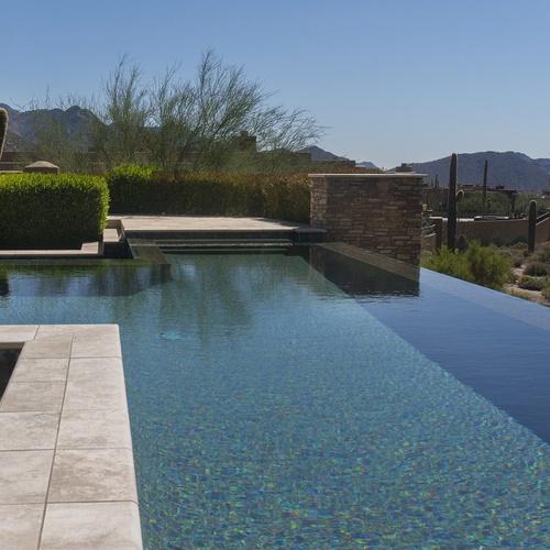 Construcción de piscinas de diseño totalmente personalizadas
