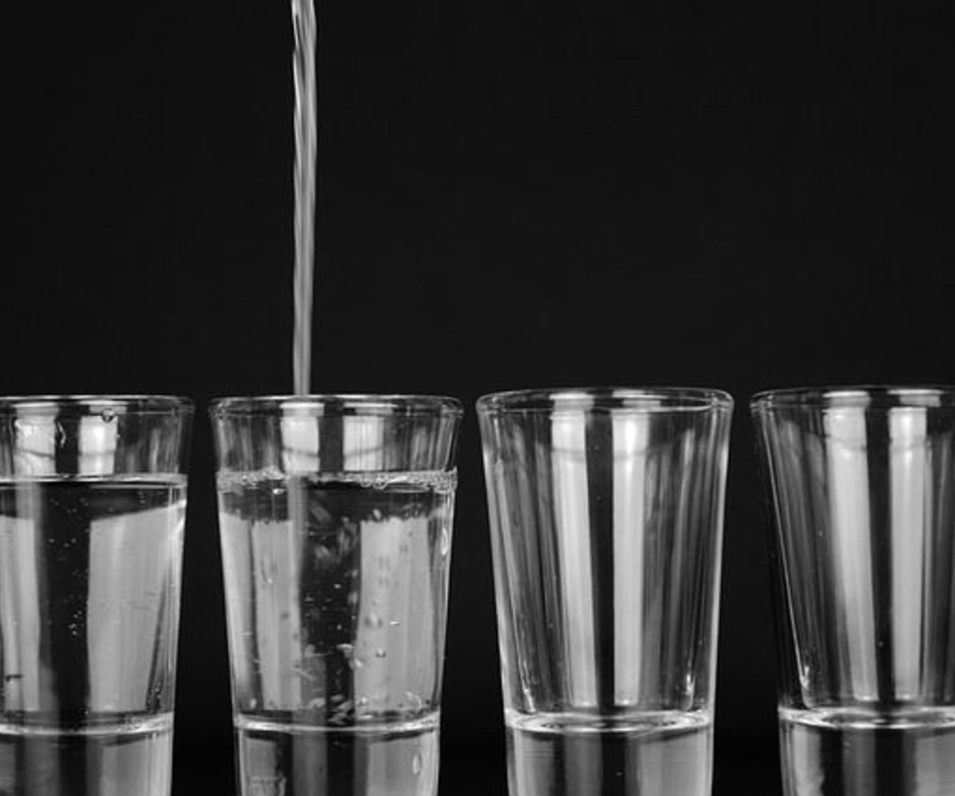 La importancia de que los ancianos estén bien hidratados