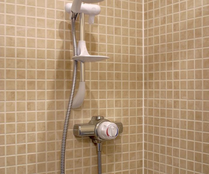 Bañera por plato de ducha: Servicios de Instalaciones Ifemag
