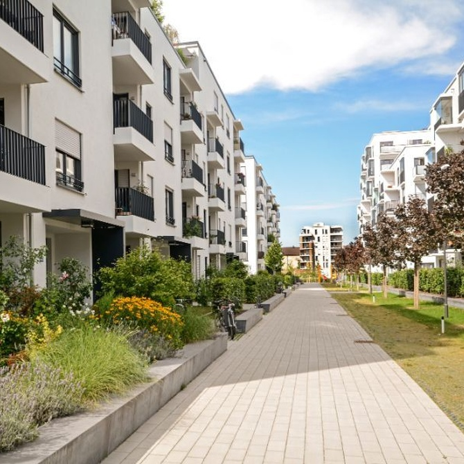 El mantenimiento de edificios y urbanizaciones en verano