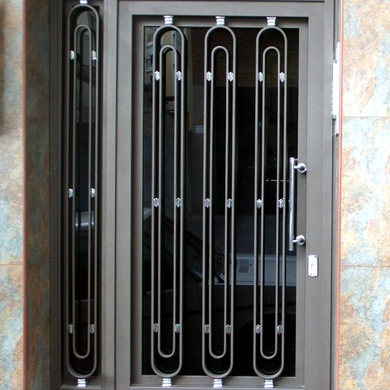 Puertas de hierro de una hoja practicables