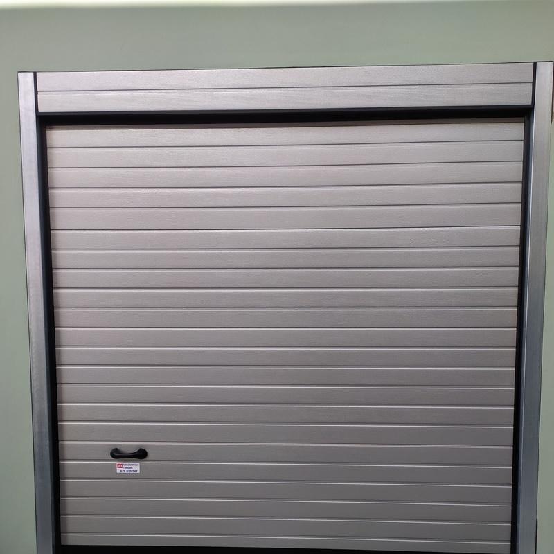 Puertas Seccionales: Servicios de JLS Puertas automáticas y Cerrajería