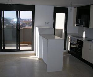 Instalación de puertas y ventanas de aluminio para cocinas