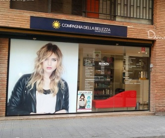 Pestañas pelo a pelo: Peluquería y estética de Danna Stils by Compagnia della Bellezza
