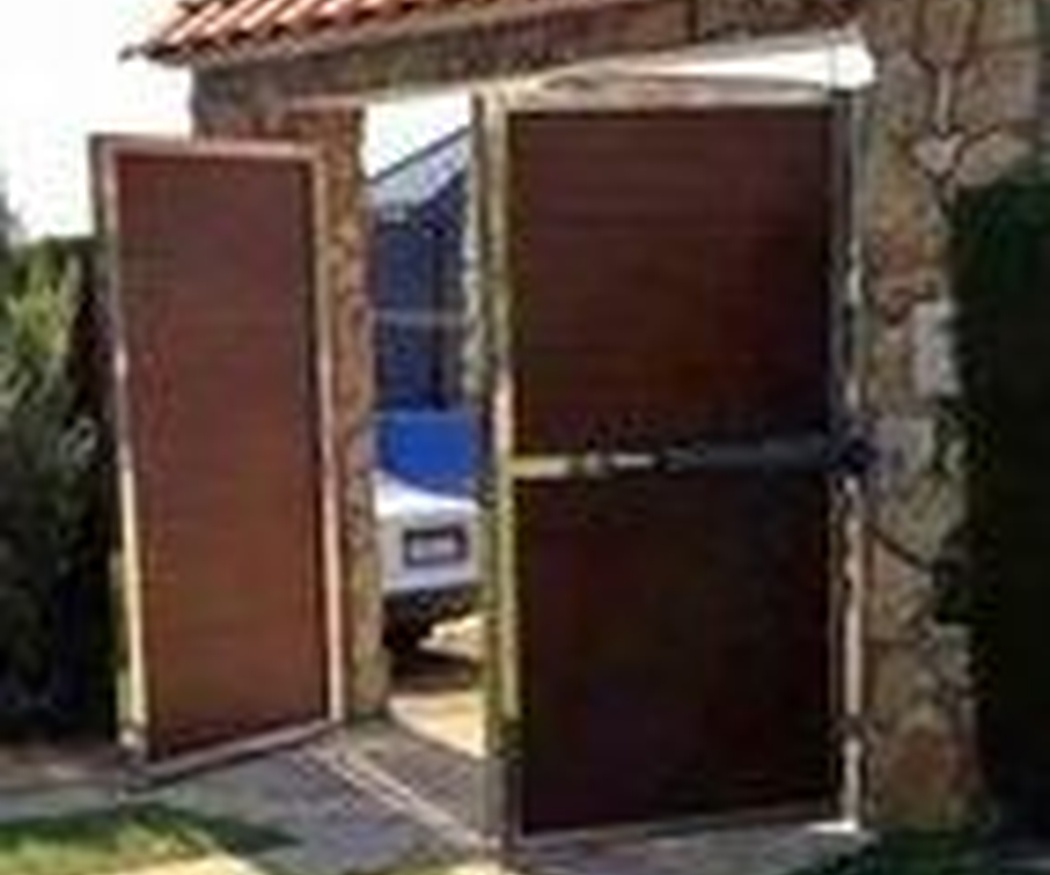 Puertas correderas de campo o chalet. Instalación y reparación.
