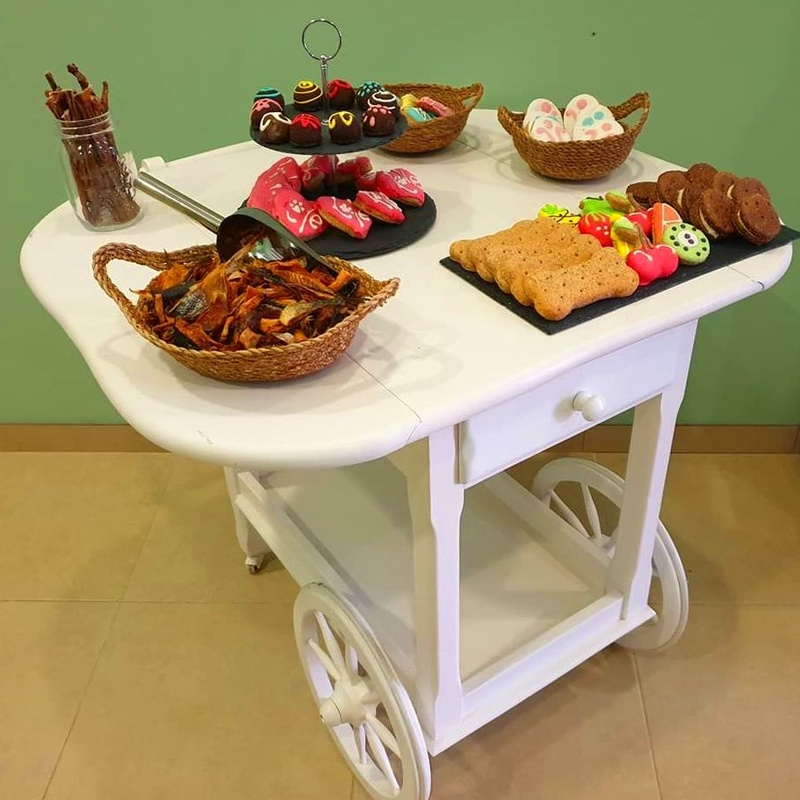 Carrito de chuches en Mascotes Castellbell: Productos y servicios de JORDI / DAVINIA