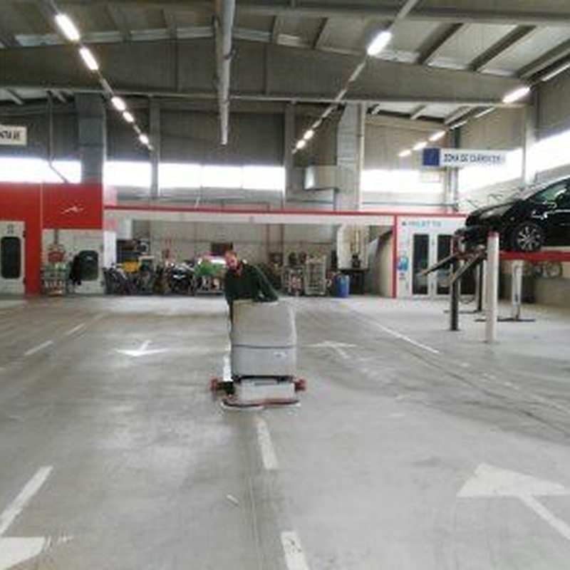Limpieza de garajes: SERVICIOS Y PRODUCTOS de Val Servicios, S.L.