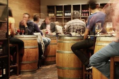 Comercio y hostelería tiran del empleo en España