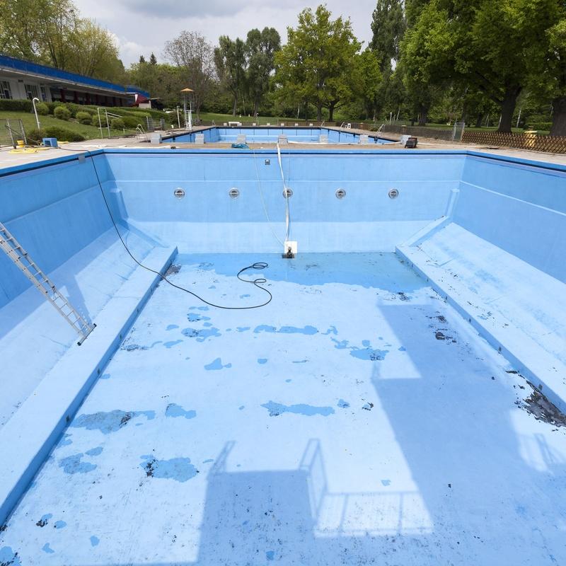 Renovación de piscinas: Servicios de MAREAV CONSTRUCCIONES