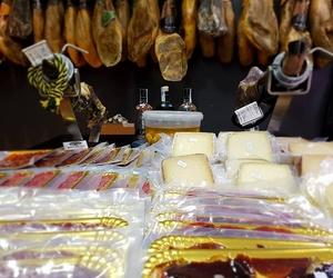 Selección de jamones Guijuelo en Carnicería Can Marsoc