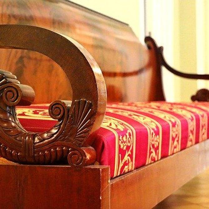 Una pieza antigua y bien restaurada que le dé elegancia al salón