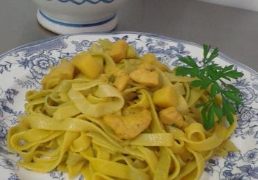 2 Tallarines con Pollo al Curry.