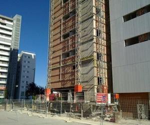 Instalación de aislamiento térmico en edificio