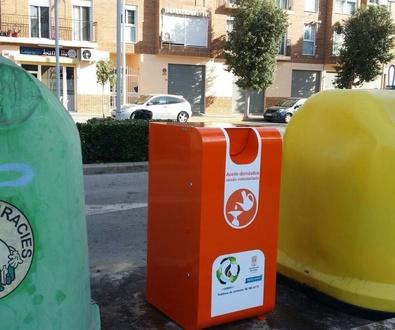 Instalación de contenedores recogida de aceite usado domicilios en Foios - Valencia  by Reciclaceite