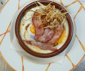 Huevos al plato con bacón