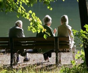 La importancia de socializar para los ancianos