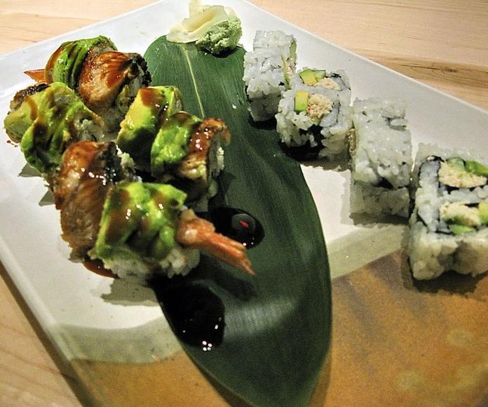 Dragon Roll (8 piezas): Menús de Kiniro Sushi