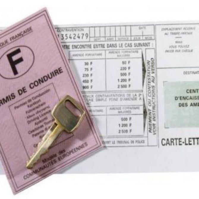 ¿Se puede multar a un conductor con el carnet caducado?