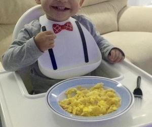 la elegancias empieza en la niñez, que sonrisa!!!