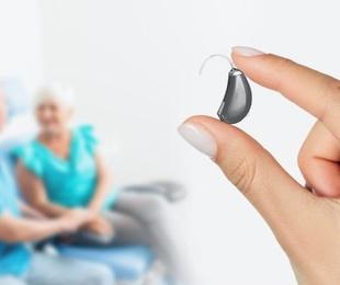 Cómo han cambiado los audífonos con el paso del tiempo