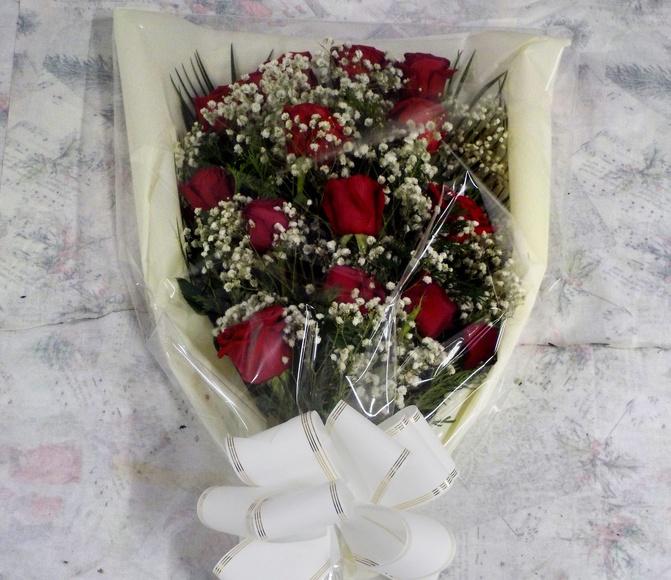 Ramo de difunto a base de rosas rojas
