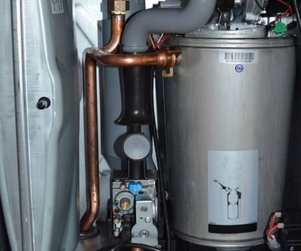 ¿Cómo se limpia el interior de una caldera de gas?